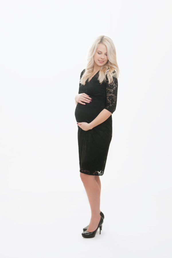 Anu- väike must pitskleit rasedale
