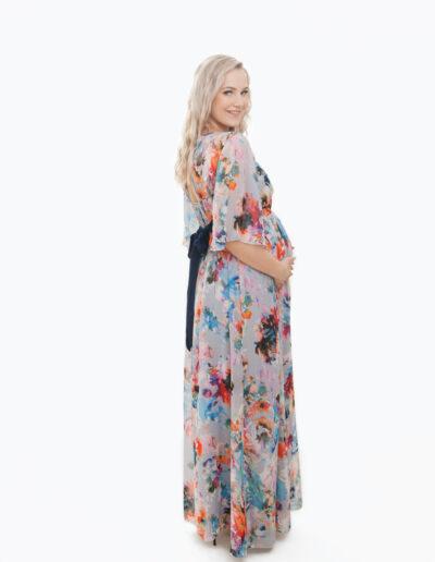 Kati- õhuline lilleline maani ulatud poolpikkade varrukatega suvine kleit tagant seotava vööga