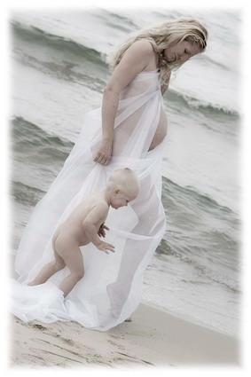 Teine rasedus. Raseda fotosessioon rannas koos esimese pojaga
